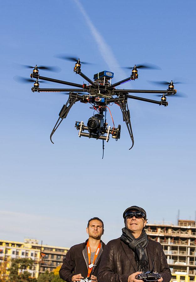 Magazine L' actualite - Dossier sur les Drônes