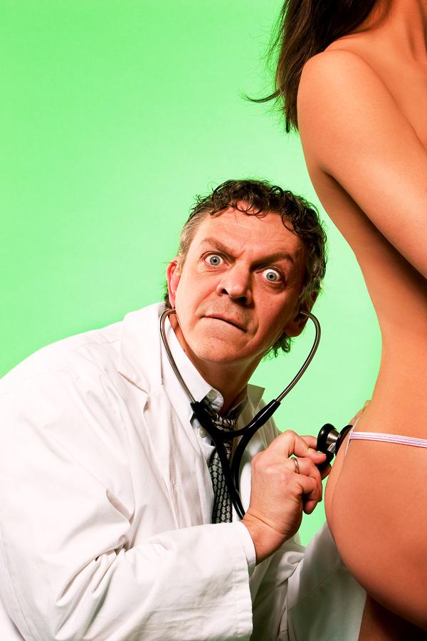 Marc labrèche caricature gynécologue femme nue